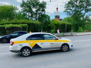 Клиенты «Яндекс.Такси» смогут включать свою музыку в машине